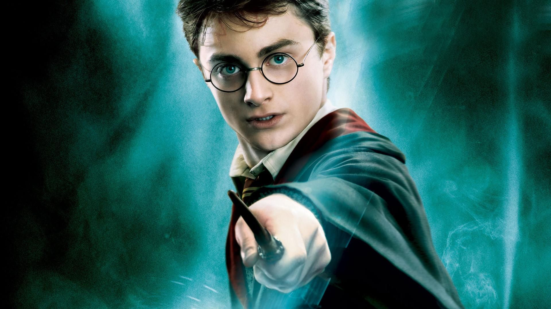 http://www.feinschwarz.net/wp-content/uploads/2017/04/Harry_Potter_in_Teil_5_2.jpg
