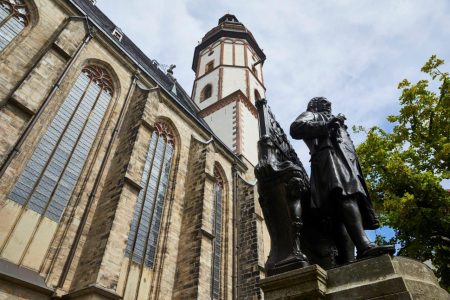 J. S. Bach. Bach-Denkmal vor der Leipziger Thomaskirche