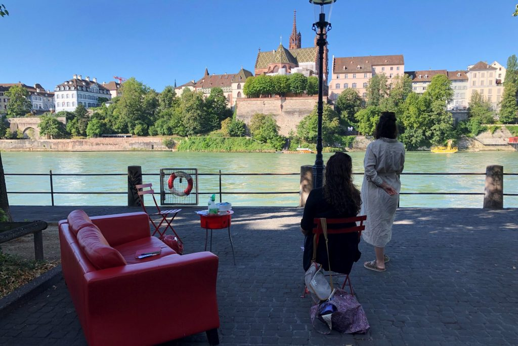Das rote Sofa am Rhein